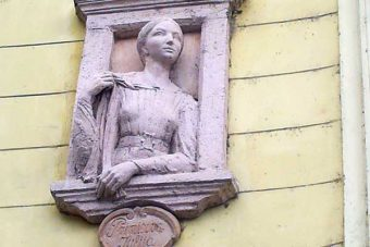 Julia Primic - płaskorzeźba