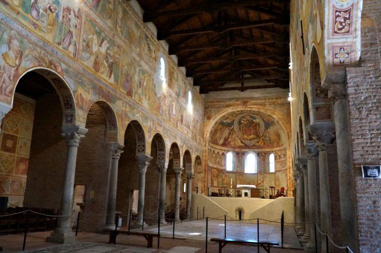 Pomposa - wnętrze kościoła