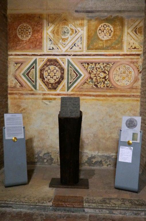 Tablica upamiętniająca Gwidona z Arezzo - Pomposa