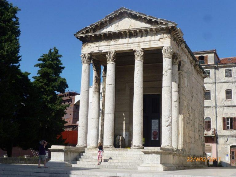 Świątynia Augusta w Puli, Chorwacja
