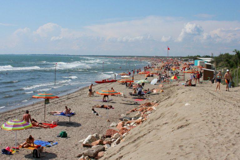 Plaża przy kempingu Rosapineta