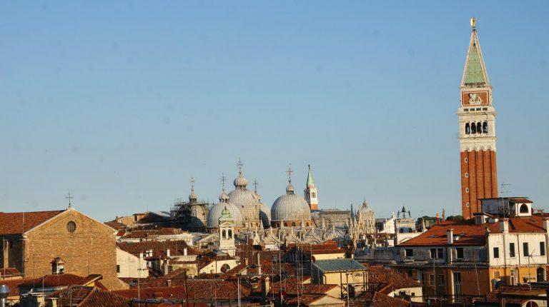 Widok na Bazylikę św. Marka z Kampanillą