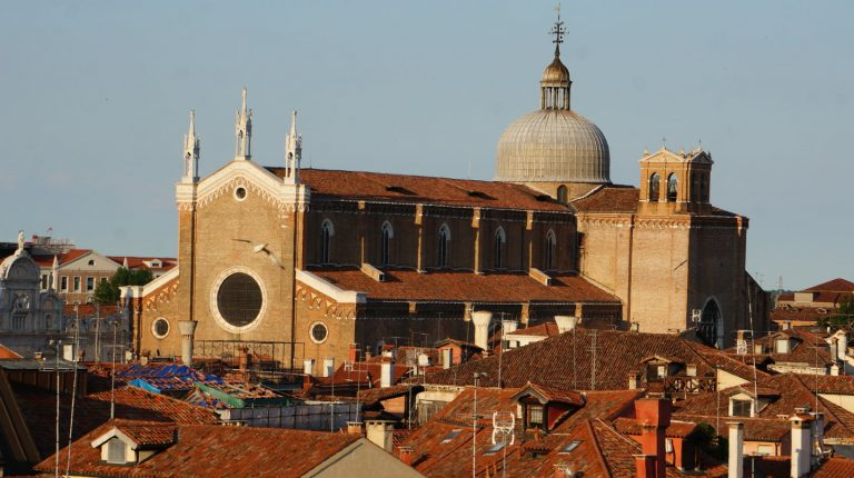 Widok na Bazylikę św. Jana i Pawła