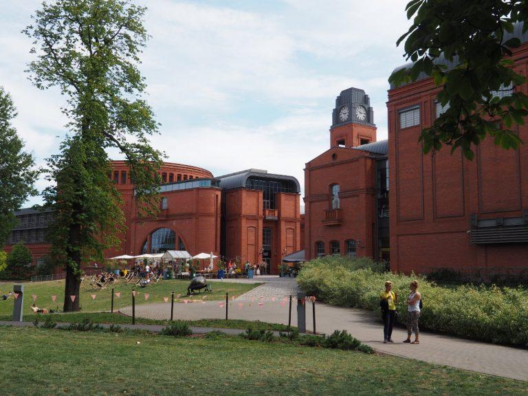 Widok na Stary Browar z Parku Dąbrowskiego
