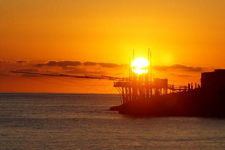Trabucchi o wschodzie słońca