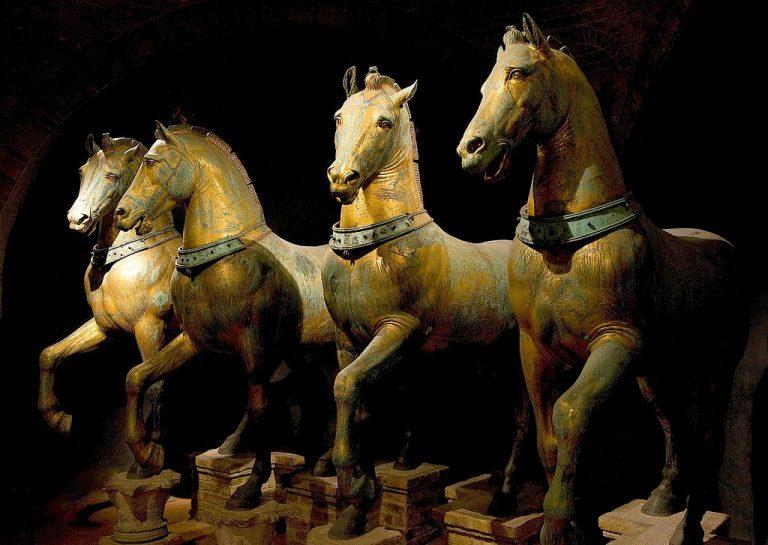 Oryginalne złocone konie w muzeum wewnątrz Bazyliki św Marka