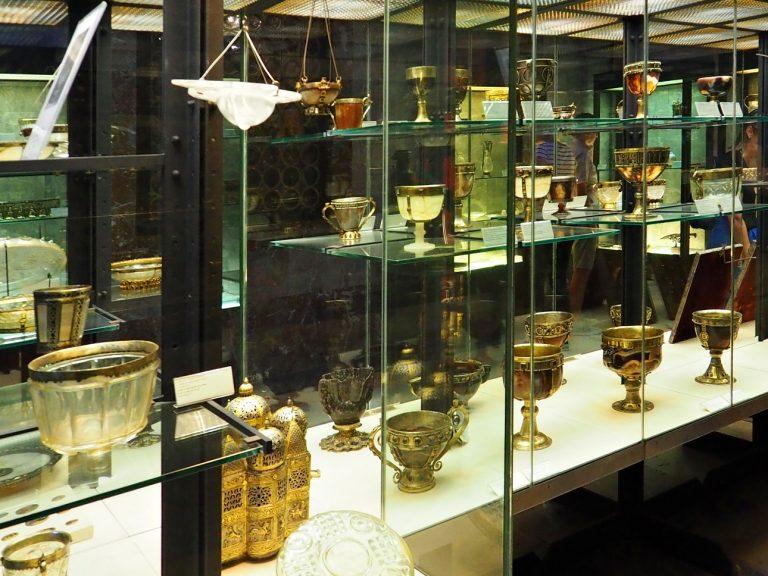 Kolekcja pucharów ze skarbca