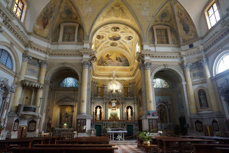 Wnętrze Bazyliki Świętego Jakuba Apostoła