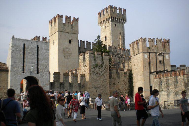 Zamek w Sirmione, Włochy