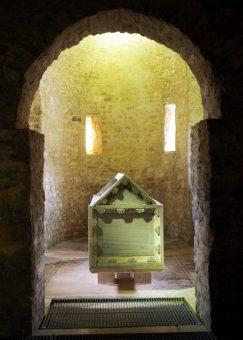 Sarkofag ze szczątkami św. Maura